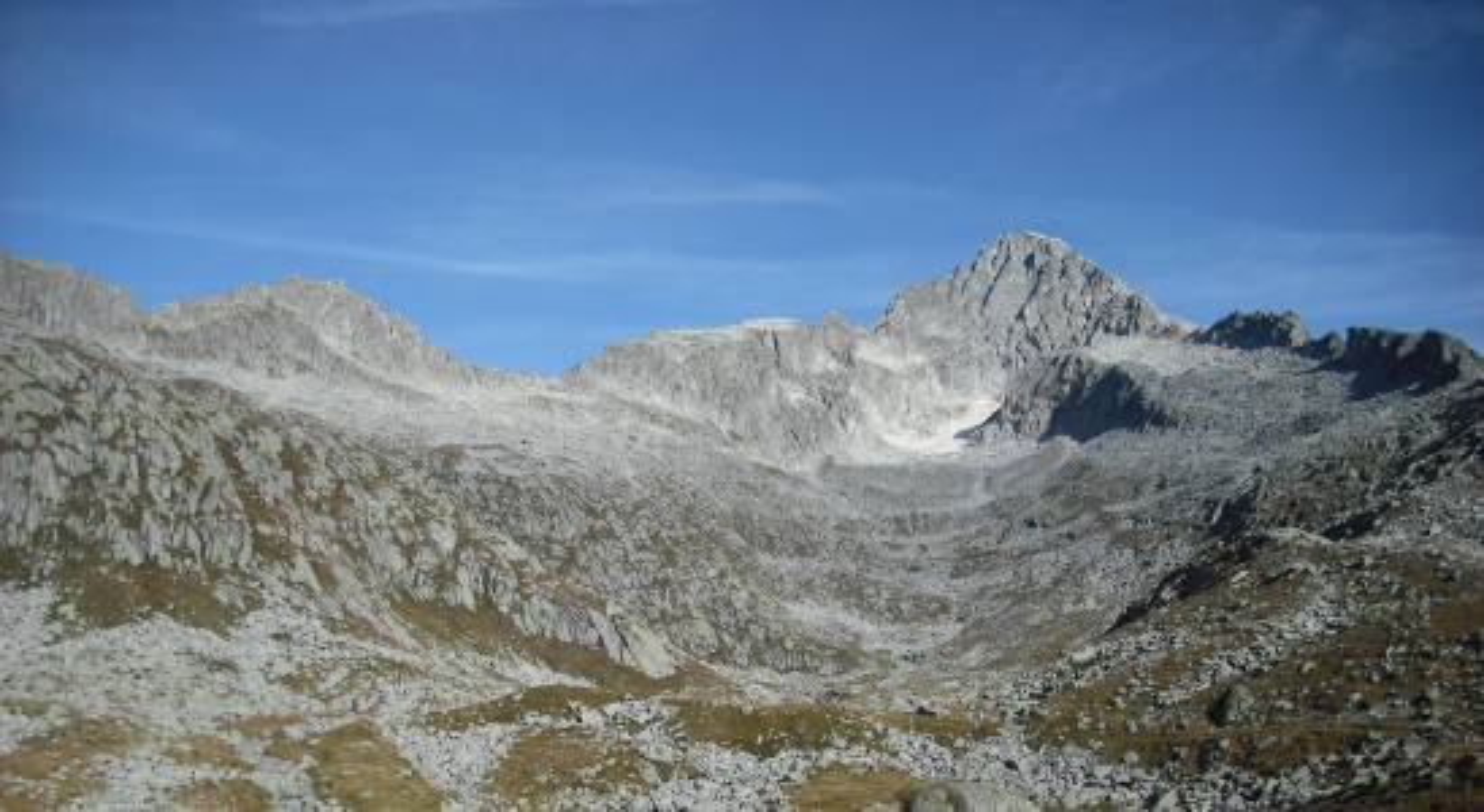 Passo delle Vacche_bivacco Dosson Casina,sulla cresta il Passo,domina il  Carè Alto_MGR